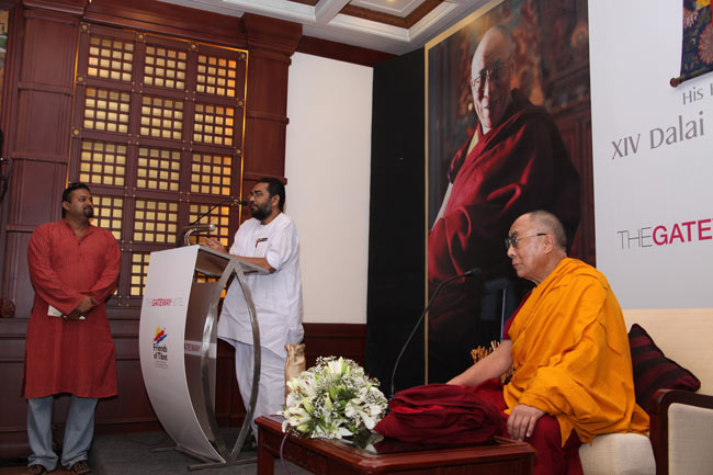 Prof KS Radhakrishnan (Former Vice Chancellor of Kalady Sanskrit University) welcomes His Holiness the XIV Dalai Lama to Kochi on September 04, 2010 during a Friends of Tibet private audience.