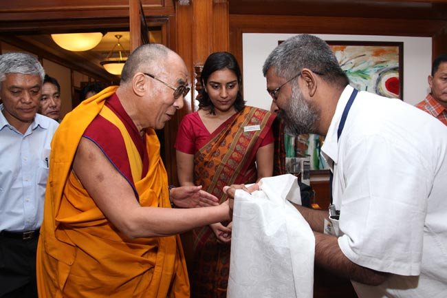Sethu Das, President of Friends of Tibet welcomes His Holiness the XIV Dalai Lama on September 04, 2010.